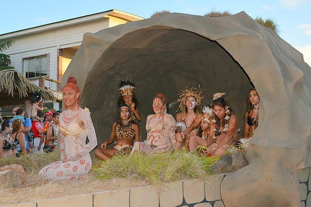 Float during the Tapati Festival parade representing Ana o Keke the cave of the virgins