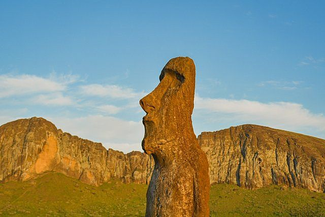 The traveling moai with dawn light